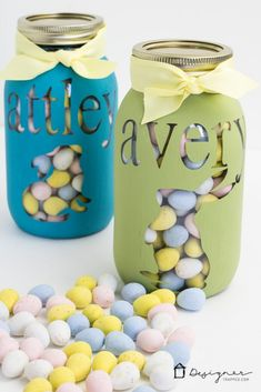 OMG--how cute is this personalized mason jar project? Perfect for Easter, Valentine's Day, Christmas or birthday gifts. Mason Jar Projects, Mason Jar Crafts, Mason Jar Diy, Diy Projects, Easter Crafts, Holiday Crafts, Crafts For Kids, Easter Ideas, Diy Crafts