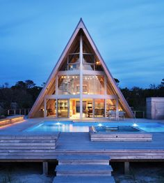 Once a traditional cabin worn down by time, this A-frame house has been beautifully transformed into a residence that feels completely new without forgetting its roots. A design by...