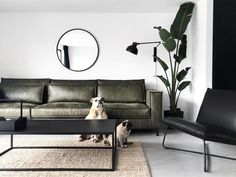 Trend: round mirrors for a luxurious appearance - Eigen Huis en Tuin - Living Room Mirrors, New Living Room, Home And Living, Round Mirrors, Creative Home, Light Decorations, Interior Inspiration, Interior Decorating, Decorating Ideas