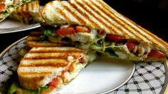 Recipe Panini with Chicken Pesto and Mozzarella - Sandwich Recipes Breakfast Sandwich Recipes, Panini Recipes, Pesto Panini Recipe, Mozzarella, Easy Cooking, Cooking Recipes, Healthy Recipes, Chicken Pesto Panini, Food Porn