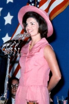 Jacqueline Kennedy, Luncheon in Mexico City, June 1962. Suit in hot pink silk shantung by Oleg Cassini.