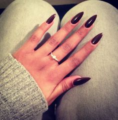 loving the pointy nails #black #pointynails #perfectlength