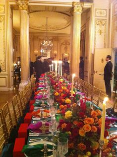 I love opulence but with old world style and Joan knew how to make that happen! Our manhatta n penthouse apartment dining room om sai ram Versailles, Beautiful Table Settings, Old World Style, Joan Rivers, Al Fresco Dining, Celebrity Houses, Queen, Place Settings, Luxury Interior