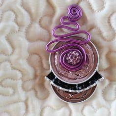 Broche en capsules de café et perle strass