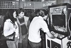 intrede elektronische spelen It was around 1978 when the local bowling alley installed a Space Invaders arcade game, and suddenly none of us wanted to bowl anymore. Retro Arcade, Pinball, History Of Video Games, Penny Arcade, Classic Video Games, Retro Videos, Ready Player One, Got Game, Space Invaders