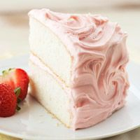 Champagne Cake with Fresh Strawberries - fresh & delicious looking! And oh so pretty!