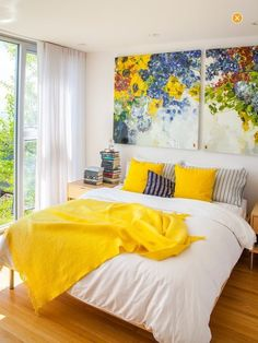 95 modern bedroom decor with yellow colour accent 26 ⋆ masnewsclub Bedroom Color Schemes, Bedroom Colors, Bedroom Yellow, Colourful Bedroom, Colorful Decor, Home Confort, Home Bedroom, Bedroom Decor, Bedroom Ideas