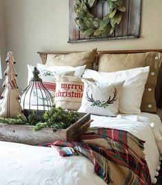 25 Christmas Bedroom Decor Ideas for a Cozy Holiday Bedroom! These fabulous Christmas bedroom decor ideas will help get your home ready for the holiday season! Here's how to decorate a bedroom for Christmas. Farmhouse Bedroom Decor, Farmhouse Christmas Decor, Country Farmhouse Decor, Cozy Christmas, Rustic Christmas, Diy Christmas Decorations, Christmas Themes, Bedroom Styles, Bedroom Themes