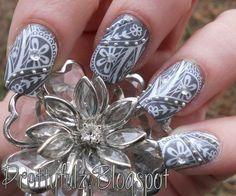 Konad stamping nailart, Grey/white