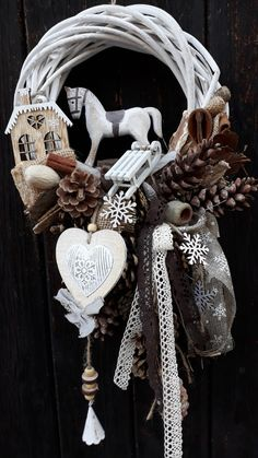 Christmas Love, Christmas 2019, Handmade Christmas, Christmas Crafts, Christmas Decorations, Christmas Ornaments, Christmas Table Settings, Holiday Wreaths, Christmas Inspiration