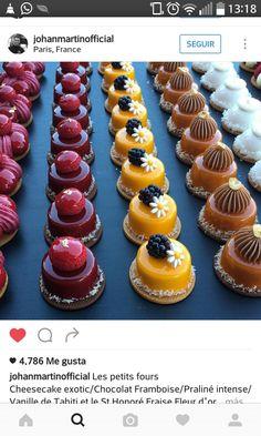 ― Johan Martinさん( 「Les petits fours Cheesecake exotic/Chocolat Framboise/Praliné intense/Vanille de Tahiti et le St…」 Gourmet Desserts, Fancy Desserts, Wedding Desserts, Plated Desserts, Delicious Desserts, Mini Cakes, Cupcake Cakes, Cupcakes, Patisserie Fine