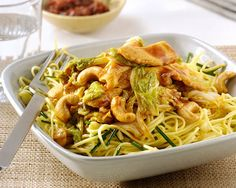 Hoisin Stir-fried chicken with Chinese cabbage and cashews Chinese Cabbage, Chinese Food, Thai Wok, Low Carb Recipes, Healthy Recipes, Asian Recipes, Ethnic Recipes, Pasta Noodles, Hoisin Sauce