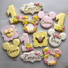 Monday, November 2018 (Day Happy Birthday Cookies November: years old by 🎀… Minnie Mouse Birthday Invitations, Minnie Mouse First Birthday, Minnie Mouse Baby Shower, Mickey Birthday, Minnie Mouse Party, Mini Mouse Cookies, Disney Cookies, Sugar Cookie Royal Icing, Sugar Cookies