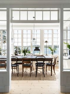 Made In Persbo: Nybyggd idyll på Dalarö Exterior Design, Interior And Exterior, Classic Building, Style Deco, Interior Stylist, Scandinavian Home, Beautiful Interior Design, Interior Inspiration, Beautiful Homes