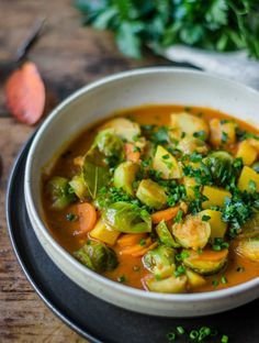 This spicy Brussels sprouts pumpkin curry is the ideal fall food. And there are also non-Brussels sprouts lovers fully on their taste. Pumpkin Curry, Pumpkin Soup, Pumpkin Varieties, Turmeric Black Pepper, Best Curry, Coconut Milk Curry, Food Advertising, Other Recipes, Bon Appetit