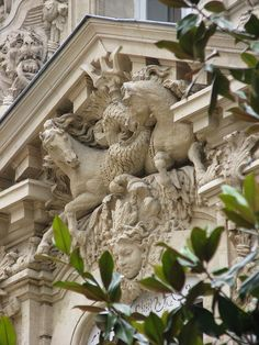 8, rue Alfred de Vigny, Paris VIII ~ I ♥ to see animals & angels, adorning buildings and doorways!