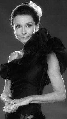 Audrey Hepburn Funny Face, Audrey Hepburn Born, Audrey Hepburn Photos, Hollywood Icons, Hollywood Stars, My Fair Lady, Beautiful Lips, Effortless Chic, Style Icons