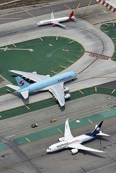 A321 de Avianca, A380 de Korean Air y B787 de Aeroméxico en Los Ángeles