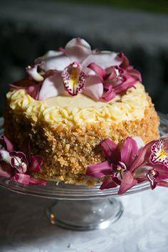 Traditional Hawaiian wedding cake. Photography by Bob Brown from hawaiiphotographer.com