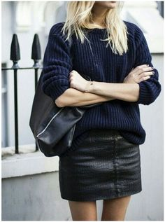 Street style | Navy knitted sweater, black leather mini skirt and a handbag