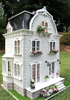Busy with the Cricky: The Completed Willowcrest Estate Dollhouse Supplies, Dollhouse Kits, Victorian Dollhouse, Modern Dollhouse, Dollhouse Furniture, Dollhouse Miniatures, Victorian Cottage, Vitrine Miniature, Miniature Rooms