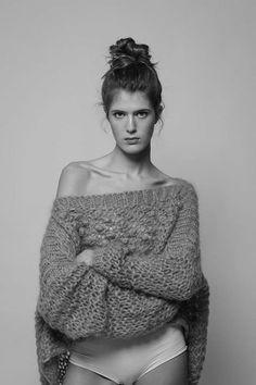 Photoshoot studio. Agence Apparence. Credit Photo Lili Renée. Makeup Artist Audrey Coppens.  #organicmakeupartist #bun #hairbun #whole