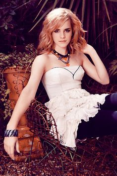 Emma Watson is lovely Emma Watson Legs, Emma Watson Hot, Emma Watson Beautiful, Emma Watson Sexiest, Emma Love, My Emma, Harry Potter Film, Hermione Granger, Mehndi Designs