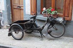 Tricycle VéloSolex - Mons 161112 - VéloSoleX - Wikipedia, the free encyclopedia Tricycle, Lotus 7, Bike Trailer, Motorcycle Types, Sidecar, Motogp, Custom Paint, Bobber, Motorbikes