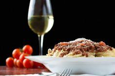 A continuación, algunas recomendaciones de Ray Isle, experto en vinos y reconocido editor estadounidense.</p><p>Cuando se combina el vino y la pasta hay que tomar en cuenta qué salsa llevará, ya que, esto definirá el plato.</p>