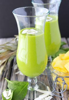 Mango, Pineapple, Spinach Smoothie is the tastiest Green Goddess Smoothie EVER! I especially love what Miss Nichole from Pure Clean Fitness has to share with us this week. Chocolate Oat Cookies, Chocolate Oats, Yummy Drinks, Healthy Drinks, Healthy Snacks, Breakfast Plate, Breakfast Time, Green Goddess Smoothie, Real Food Recipes