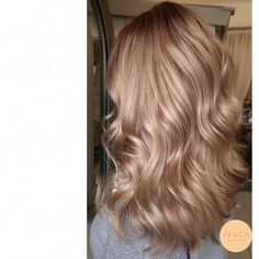 Dress Cream Soda Hair Color - A trendy hair color that will be refreshed in 2018 so . - Cream Soda Hair Color – A trendy hair color to be refreshed in 2018 - color ideas Champagne Blonde Hair, Honey Blonde Hair, Balayage Hair Blonde, Cream Blonde Hair, Blonde Ombre, Medium Champagne Hair Color, Haircolor, Brown Ombre Hair, Ombre Hair Color