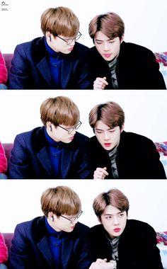 Jongin staring at those memsmerizing pink lips Chanyeol Baekhyun, Exo Kai, Chen, Sekai Exo, Exo Couple, Exo Official, Kim Jong Dae, Xiu Min, Kim Jongin