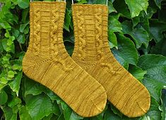 Snakes and Ladders – a free pattern for a knit pair of cabled socks by Elizabeth McCarten.