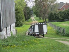 Daphne's Caravans: Magical Gypsy Caravans, guest spaces or retreats Tiny Camper Trailer, Small Trailer, Homemade Camper, Diy Camper, Gypsy Caravan, Gypsy Wagon, Small Campers, Shepherds Hut, Diy Home Repair