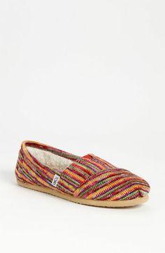 2013當季新鞋上市。美國知名Nordstrom連鎖百貨,國際直購不怕假冒!買一雙TOMS愛心鞋,TOMS就替您送一雙給貧困的孩童!國際直購價$2499(含關稅、國際運費)TOMS Classic Knit Slip-On (Women)   Nordstrom