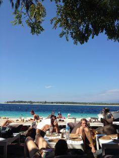 As Gili Islands, um roteiro imperdível na Indonésia.  #gili #bali #indonesia #beach #awesome #destination #paradise #travel #jujunatrip #giliair #gilimeno #gilitrawagan #relax Gili Air, Gili Island, Beach, Water, Summer, Outdoor, Screenwriting, Gripe Water, Outdoors