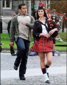 Salman Khan clowning around with Katrina Kaif in Banjaara from Ek Tha Tiger. Indian Celebrities, Bollywood Celebrities, Bollywood Fashion, Bollywood Actress, Katrina Kaif Images, Katrina Kaif Photo, Salman Katrina, Ek Tha Tiger, Salman Khan Photo