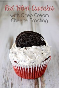 Red Velvet Cupcakes with OREO Cream Cheese Frosting - Cupcake Oreo Ideen Frosting Cupcake, Oreo Cream Cheese Frosting, Cupcake Cakes, Cheese Cupcake, Cheese Dessert, Cup Cakes, Köstliche Desserts, Delicious Desserts, Yummy Food