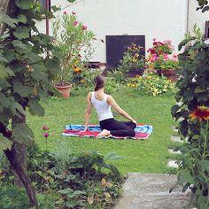 ✨Vstávať a cvičiť. 🧘🏻♀️Obľúbená jóga na obľúbenej záhrade. 💕Zbožňujě jógu a keď ju môžem ešte k tomu cvičiť von, to je ďalší skvelý bonus. 🌱🍀  ✨ Good morning it´s time for a little workout. 💖 I love yoga and if I can excercise outside that´s just another added bonus. 🕊🍃 #LuciasBlogSk Keds, Workout, Lifestyle, Instagram, Work Out, Exercises