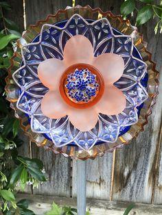 Glass Garden Flowers, Glass Plate Flowers, Glass Garden Art, Flower Plates, Glass Art, Diy Projects For Beginners, Recycled Glass, Recycled Garden, Recycled Crafts