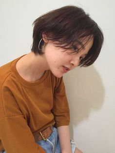 You might have heard the old expression about your hair being the crowning glory of your appearance. Either way, if you are looking for tips on how to style wavy hair, it is because yo… Korean Short Hair, Short Straight Hair, Short Hair Cuts, Tomboy Hairstyles, Pretty Hairstyles, Straight Hairstyles, Medium Hairstyles, Short Hair Tomboy, Girl Short Hair