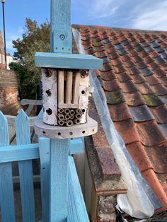 Simple insect hotel Insect Hotel, Forest School, Schools, Bird, Simple, Outdoor Decor, House, Home Decor, Decoration Home
