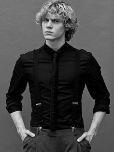evan peters, ahs, and american horror story resmi Evan Peters, Sean Leonard, Beautiful Men, Beautiful People, Ex Machina, Andy Biersack, Raining Men, Attractive People, Celebs