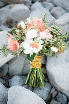 Stunning 30 Awesome Hand Tied Bouquet For Your Wedding https://weddmagz.com/30-awesome-hand-tied-bouquet-for-your-wedding/