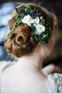 Erica Ann Photography This garden style floral comb features ranunculus, jasmine vine, privet berry, string of pearls, eucalyptus, eryngium and gray brunia berries.