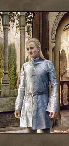 Legolas in his formal tunic. I think he wore this same tunic throughout the entire trilogy under his jerkin and wrist-guards. Legolas Hot, Legolas And Thranduil, Fili And Kili, Aragorn, Orlando Bloom Legolas, O Hobbit, Lotr Elves, Lexa Y Clarke, Middle Earth