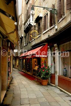 http://www.nyposter.com/images/Art-Giclee-Prints-Posters/Trattoria-Do-Forni-Venice-Italy-MP2704-lg.jpg