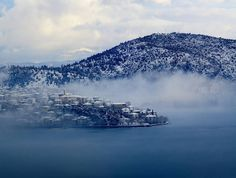 Fog on the lake of Kastoria Alexander The Great, Thessaloniki, Macedonia, Winter Scenes, Places To Travel, Around The Worlds, Landscape, Water, Pictures