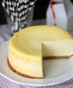 New Yorkin juustokakku Sweet Pastries, Diy Food, Cheesecakes, Cooking Time, Sweet Recipes, Food To Make, Sweet Tooth, Bakery, Good Food