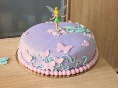 Bonjour ^^ Je reviens vous montrer le gâteau d'anniversaire de ma princesse. Cette année, elle avait voulu la fée clochette. Bon ok maman va te faire un gâteau sur le thème de la petite fée ^^ En pleine période des fraises, je me suis [...] - Gâteau d'anniversaire de ma princesse
